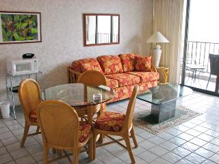 16TH FLOOR CONDO -1.5 BLOCK FROM WAIKIKI BEACH