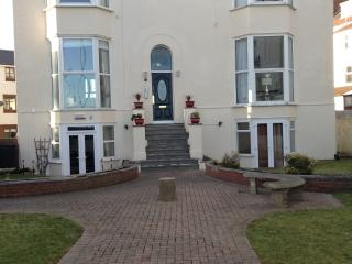 Picturesque Southsea beachfront flat, Portsmouth