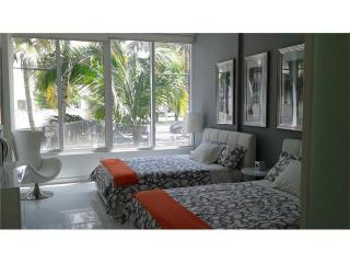 Ultra Modern Museum Terrace 3 BED Heart of Sobe, Parking, Pool, Private, Miami Beach