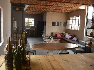 Cool & Comfy Loft conveniently located, Guadalajara