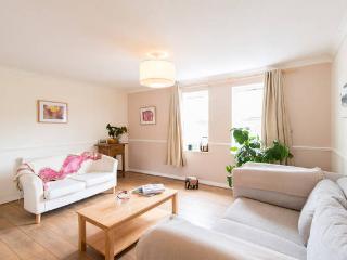 2 Bedroom Flat Cambridge, Residential Area Wifi