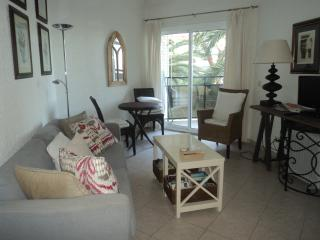 Marbella Sea Apartments 224c and 222c 'linked' sleep 5