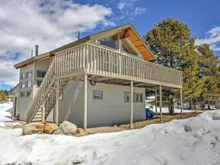 Cozy 2BR + Bonus Room Grand Lake House w/Wifi - Steps from Lake Granby, 5 Minutes to Old Downtown & 10 Minutes to Rocky Mountain National Park!