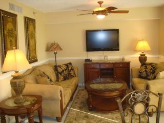 Beautiful Lakeview 1 BR, 1.5 BA in Jupiter Bay