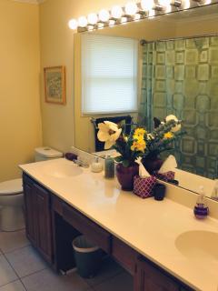 Master bathroom has 2 sinks and full bathtub shower
