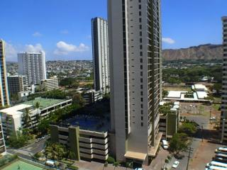 Popular Waikiki Banyan One Bedroom With Parking