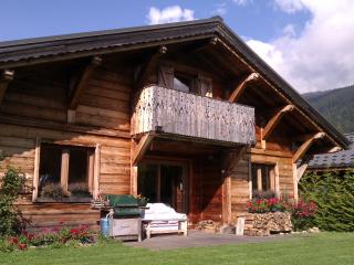 Alpine Chalet - independent, modern, log fire, Les Carroz-d'Araches
