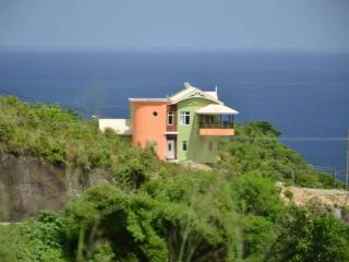 LUXURY HILLTOP RETREAT; BEST DEAL!!, Anse La Raye