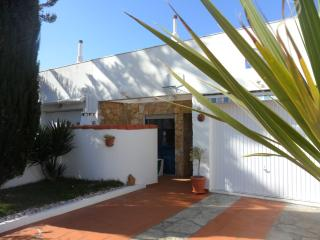 Casa Cristina - shared pool, tennis courts & Wi-fi, Ericeira