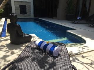 KUTA  6 Bed Villa - Breakfast Daily - Heart of Kuta - sleeps 18 - sank