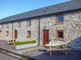 STABAL-Y-GWEDD, family friendly, country holiday cottage, with a garden in