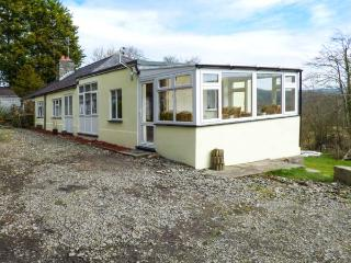 1 PENRHYNBACH, country views, jacuzzi bath, pet welcome in Ciliau Aeron, Ref 14991, Aberaeron
