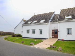 DRIFTWOOD, coastal apartment, walks from the door, open plan living, Trearddur B
