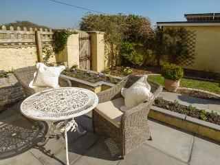 SEAVIEW HOUSE, ground floor apartment, woodburner, private courtyard, WiFi, in, Southerndown