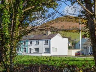 ARNANT, two sitting rooms, WiFi, enclosed lawned garden, dog-friendly, Aberaeron