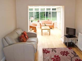 TRAVELLER'S JOY, former wool merchant's cottage, sun room, garden, in Kinver, Ref 936751