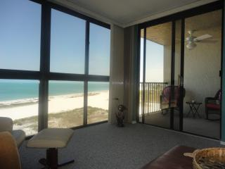 BEACH-FRONT! May Special -  $800 a week if you book 2 weeks + tax and fees, Clearwater