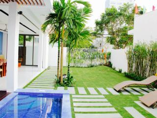 Perfect Vacation Villa by the Beach, Da Nang