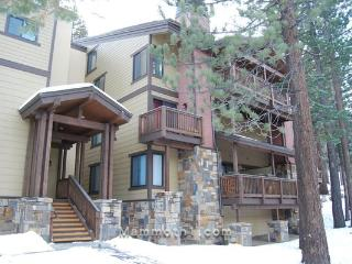 Luxurious Condo- Steps from the Village in Mammoth, Mammoth Lakes