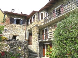 Charlie stone house in the old centre of Cadevecchio in Oggebbio