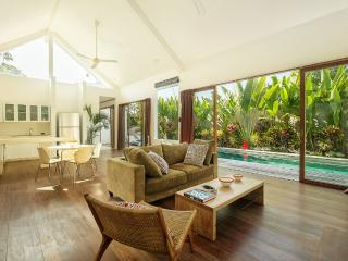 VILLA MAZ CANGGU 300 METERS FROM THE LAGUNA BEACH