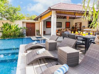 Open-Air, 3 bedroom Villa in Legian