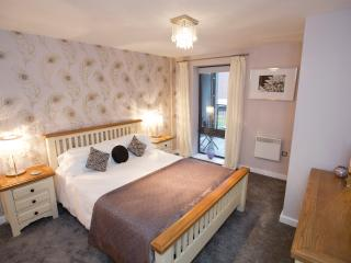 The lovely main bedroom has a king-size double bed, en-suite bathroom, built-in wardrobes and TV