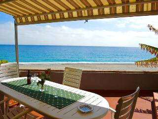 Apartment Ciclamino - house on the beach near Taormina