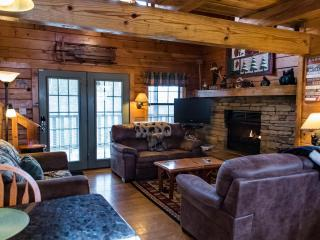 August nights only $200/nt, Secluded, convenient, Pigeon Forge