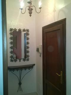 La camera 'Gaeta' - Disimpegno per il bagno e l'ingresso