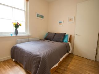 1 bed apartment near St Pauls/City. Free WiFi!