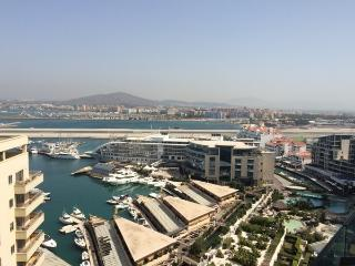 Penthouse with stunning panoramic sea views, Westside