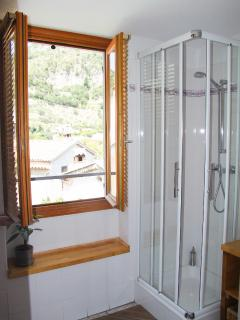 Room Charlotte en-suite shower room with toilettes