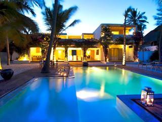 Ocean Front Villa Habari 6 Bedrooms sleeps 12/17, Jambiani