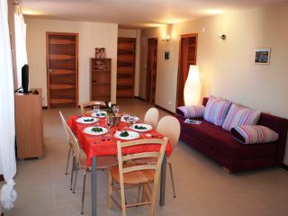 Traditional Stone House Apt in the Heart of Old Town Supetar, just 100m to Beach