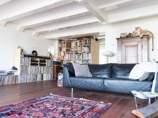 Amazing apartment on Nieuwmarkt  Amsterdam centre, Amsterdã