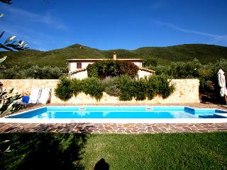 Casamerina: detached villa with private pool at 2 km from Montecchio. 4 bedrooms