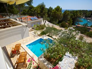 Get away from it all villa with pool and garden, Milna