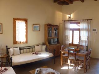 Klyteia House Alogoporos
