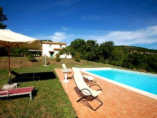 Detached house with private pool 2kms from village, Melezzole
