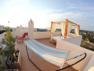Villa de 3 habitaciones con vistas al mar, Ibiza., Cala Tarida