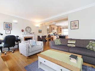 Spacious 2 bed 2 bath Warwick Avenue Apartment