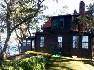 Waterfront Woodsy 3BR Cottage
