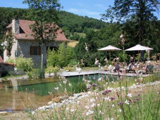 Le Hameau du Quercy gîte charme piscine naturelle