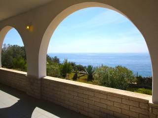 villa thomas Salento vista mozzafiato sul mare, Pescoluse