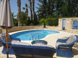 Villa Paradise, Coral Bay, Paphos. FREE WiFi