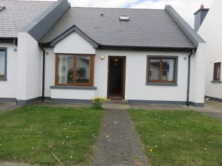 """Beaches Cottage"" Golf,Playground,Beach,Fishing, Rosslare"