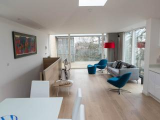 Modern Detached Townhouse in St Andrews