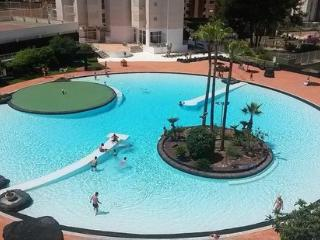 Fabulous 2 Bed 2 Bath Apartment FREE WIFI & UK TV, Benidorm