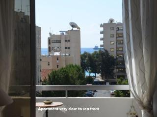 Attractive Modern 1 bed 'sleeps 4' - beach/WIFI, Limassol